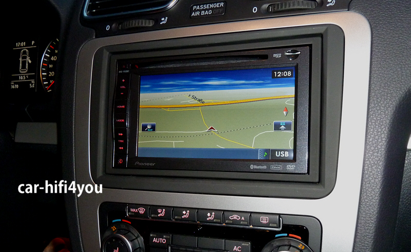 Pioneer F920BT im VW Scirocco 2010
